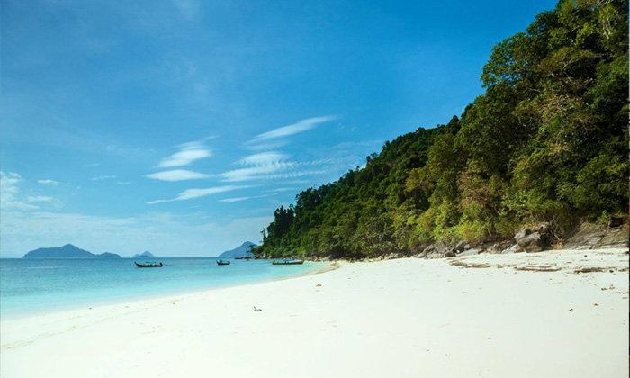 """ทะเลสวยเหมือนฝัน สวรรค์แห่งอันดามัน  """"เกาะค้างคาว"""" จ.ระนอง"""