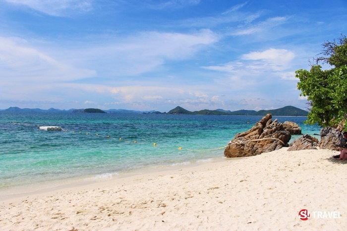 น้ำทะเลใสๆ ที่เกาะขาม