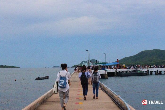ทางเดินไปขึ้นเรือข้ามไปเกาะขาม