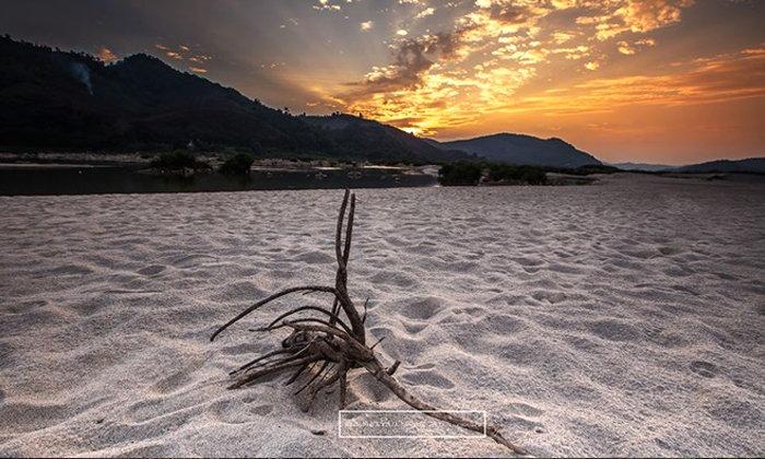 """เชื่อไหมภาคอีสานมีหาดทรายด้วย!! พร้อมพาชมวิวทะเลหมอก """"ภูห้วยอีสัน"""" ซักครั้งในชีวิตที่ต้องลองไป"""