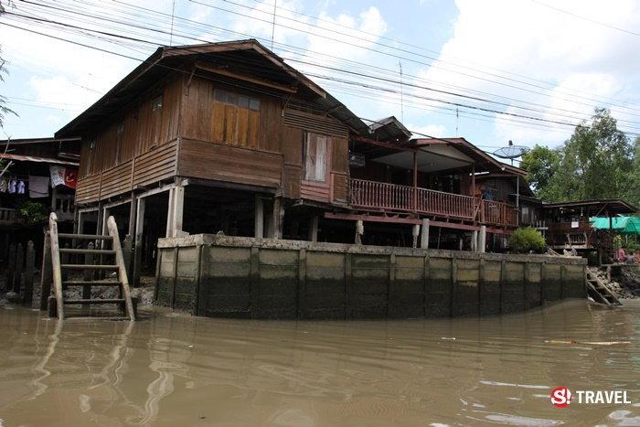 ล่องเรือชมวิถีชีวิตชาวอัมพวา