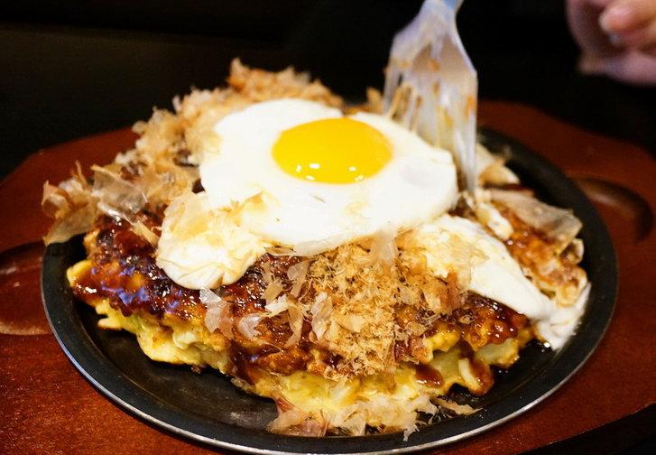 รีวิวร้าน Botejyu (โบเทจู) สุดยอดโอโคโนมิยากิและยากิโซบะกระทะร้อนชื่อดังจากโอซาก้า! เป็นเจ้าแรกที่ใส่มายองเนสและมัสตาร์ดในพิซซ่าญี่ปุ่น! ถ้ารู้ที่มาของเมนูนี้แล้วจะต้องหลงรัก ^ ^ โดย ChingCanCook