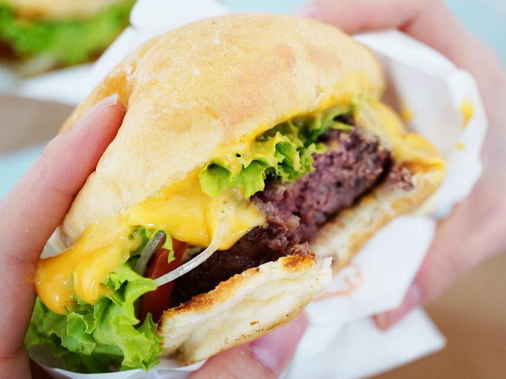รีวิว Teddy's Bigger Burgers แฮมเบอร์เกอร์ที่เค้าเล่าลือว่าดีที่สุดในฮาวาย และได้ 4.5 ดาวบน TripAdvisor!!! อร่อยจิงม้ายมาดูกันค่า! by ChingCanCook