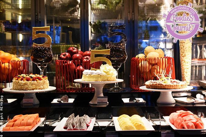 """ตื่นตากับบุฟเฟต์ห้าสัญชาติที่ห้องอาหาร """"Flavors"""" ฉลอง 5 ปี Renaissance Hotel"""