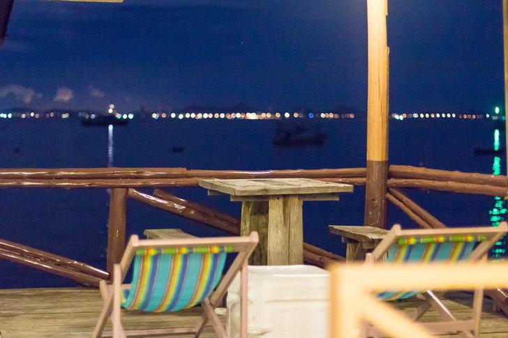 ที่พักเกาะล้าน แน่งน้อยรีสอร์ทบ้านระเบียงน้ำ
