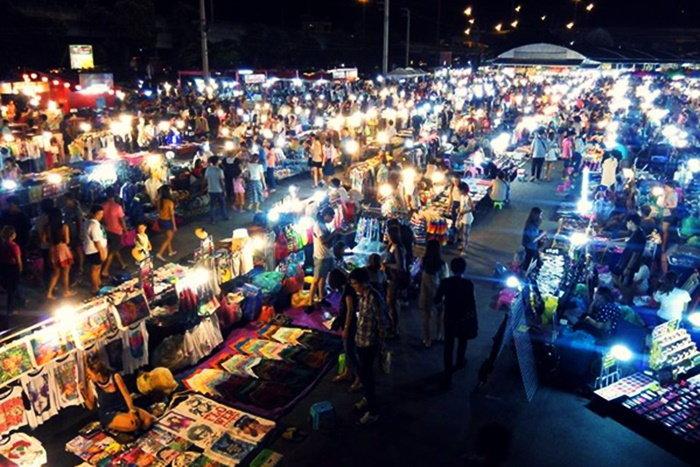 ตลาดนัดกลางคืนเลียบด่วนรามอินทรา