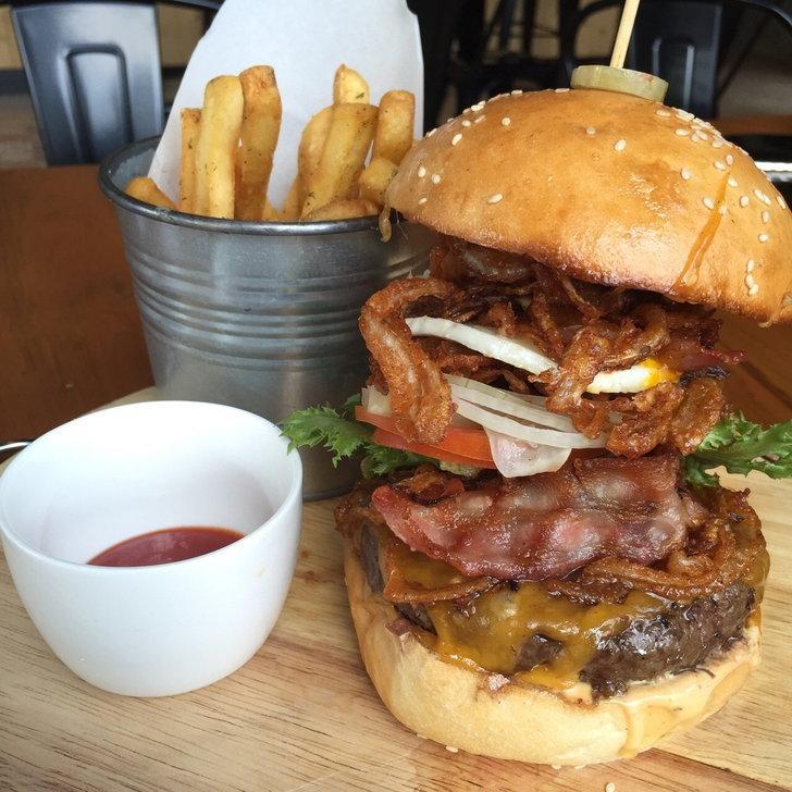 เบอร์เกอร์ยักษ์ย่านสุขุมวิท @ New York Style Steak & Burger