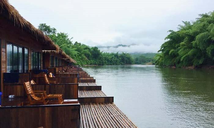 ที่เที่ยวหน้าฝน นอนแพริมแม่น้ำแคว