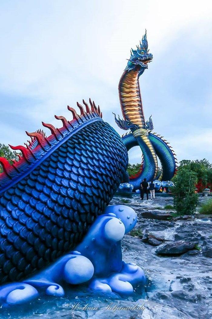 องค์พญาศรีมุกดามหามุนีนีลปาลนาคราช รูปปั้นพญานาคใหญ่ยักษ์