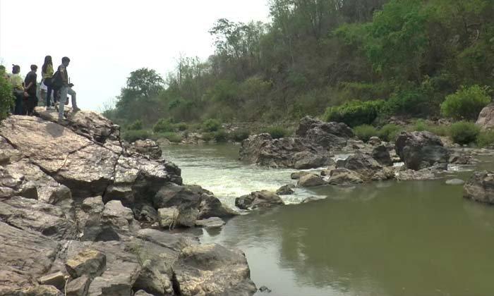 เที่ยวชมแก่งหลวงแม่น้ำยม เล่นน้ำคลายร้อน โอเอซิสแห่งพะเยา
