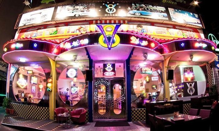 """4 คาเฟ่และร้านอาหาร """"สุดฮิต"""" มีมุมถ่ายรูปสวยๆ ในบรรยากาศสุดชิค"""