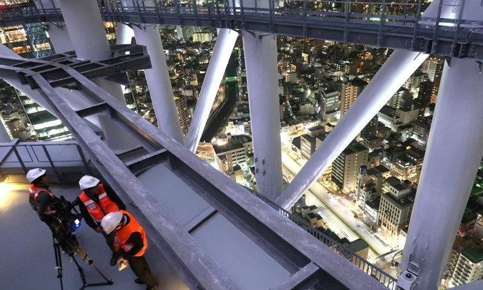 โตเกียวสกายทรีเปิดโซนใหม่ให้เดินเล่นบนระเบียงสูง 155 เมตรแบบไร้กระจก