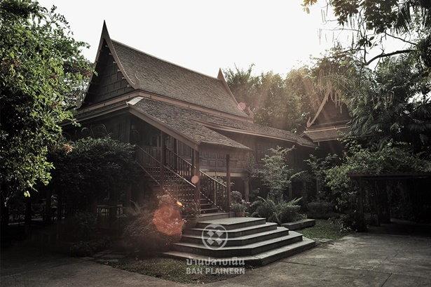 ด้านหน้าของตำหนักไทยในบ้านปลายเนิน