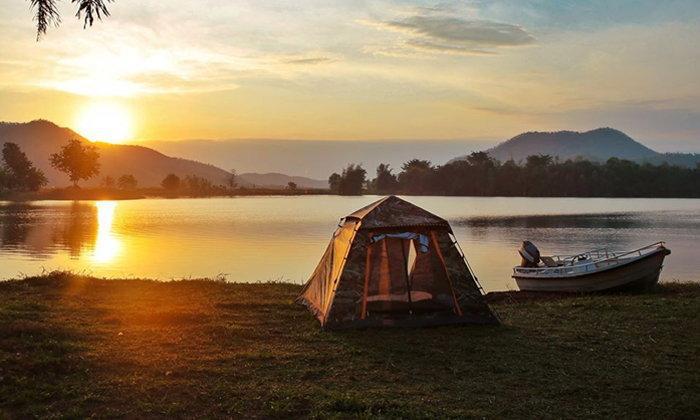 """""""บ้านตาหรั่ง Camping"""" ลานกางเต็นท์ริมน้ำราคาหลักร้อย บรรยากาศสุดฟิน"""