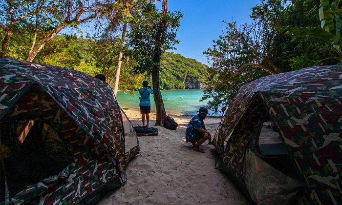 Camping on the Beach @เกาะกุลาชุมพร ความสุขบนผืนทรายรายล้อมด้วยน้ำทะเลสีเขียวมรกต