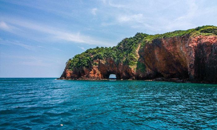 """""""เกาะทะลุ ประจวบคีรีขันธ์"""" ความมหัศจรรย์ของธรรมชาติที่ควรไปชมในหน้าร้อนนี้"""
