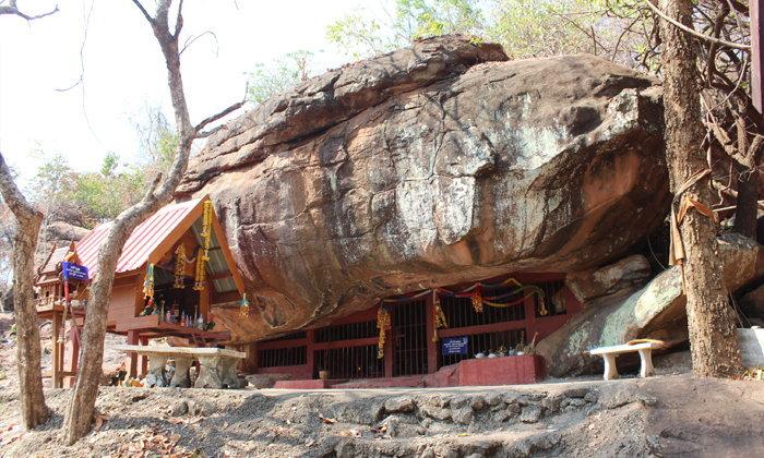 ถ้ำวัวแดง โบราณสถานสำคัญของชาติ อัศจรรย์หินน้ำทิพย์ศักดิ์สิทธิ์ ที่โคราช
