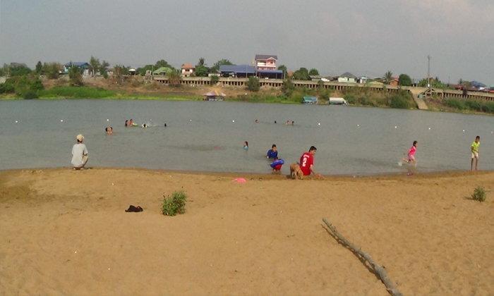 หาดพ่อพระราม ราชสถิตย์ จุดเล่นน้ำคลายร้อนแห่งใหม่ริมแม่น้ำเจ้าพระยาของจังหวัดอ่างทอง