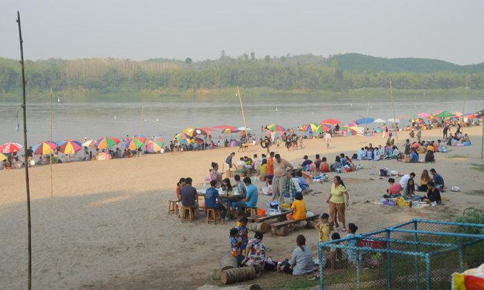 หาดนางคอย ชายหาดบรรยากาศสุดชิลแห่งเชียงคาน