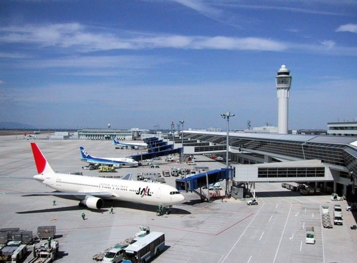 airport-2384837_960_720-696x5