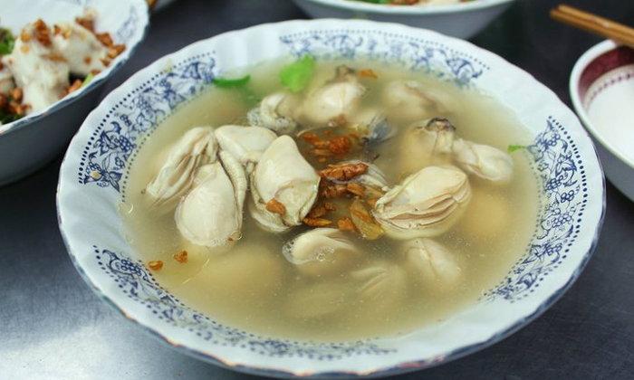 """รีวิวเมนูเด็ดข้าวต้มหอยนางรมแบบล้นชาม! ร้าน """"เซี่ยงกี่ข้าวต้มปลา"""""""