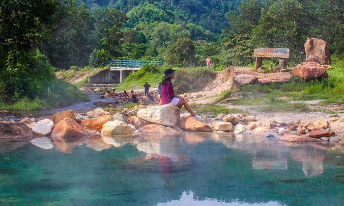 เปิดพิกัดน้ำพุร้อนปลายพู่ น้ำพุร้อนสีฟ้า Hidden Gem แห่งเมืองพังงา