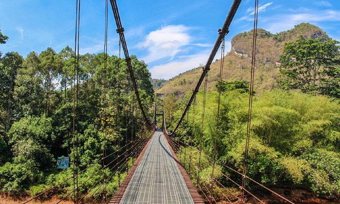 สะพานแขวนเขาพัง ภูเขารูปหัวใจ จุดเช็กอินถ่ายรูปสวยใกล้เขื่อนเชี่ยวหลาน