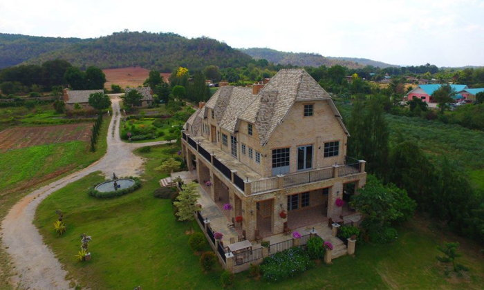 The old friends by Lake and Cottages หนึ่งในร้านที่สวยที่สุดของโคราช