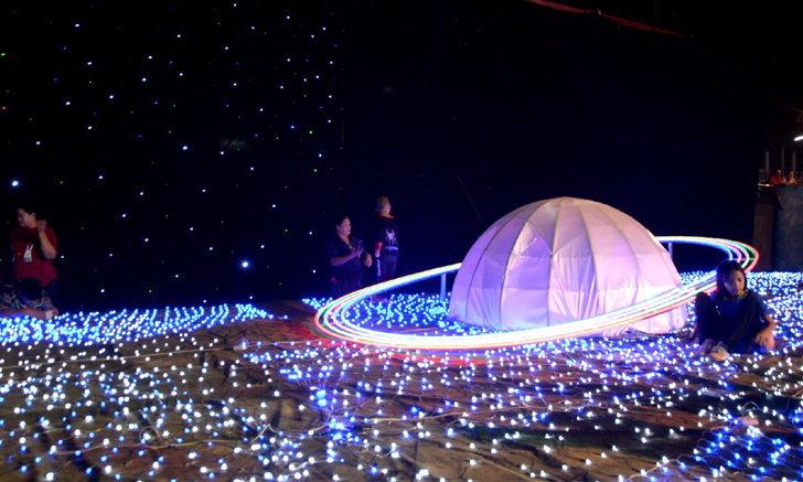อลังการไฟล้านดวง ในงานเทศกาลหาดทรายโพธารามไหว้ขอพรเทพเจ้า ราชบุรี
