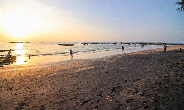 หาดทรายดำหาดนางทอง อันซีนแห่งเขาหลักพังงา