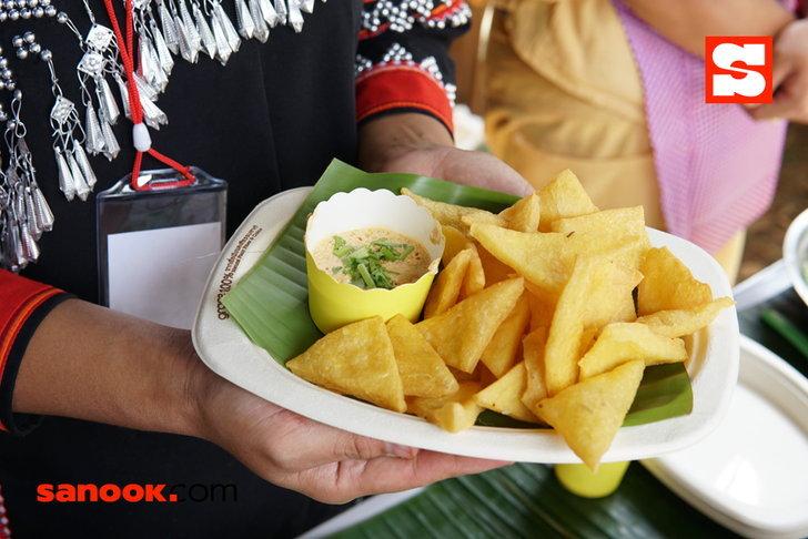 เมนูข้าวฟืนทอด เป็นอาหารชาวไทใหญ่ ทำจากแป้งข้าวจ้าวผสมถั่วเหลือง