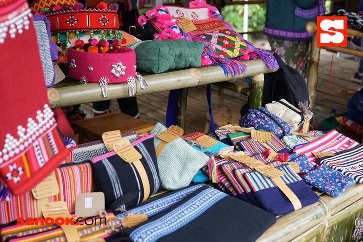 กระเป๋าฝีมือชาวไทยภูเขาบนดอยตุงแบบดั้งเดิม