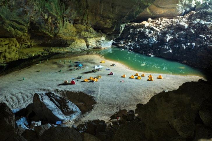 ถ้ำที่ใหญ่ที่สุดในโลกคือ ถ้ำเซินด่อง (Mountain River Cave) ในเวียดนาม