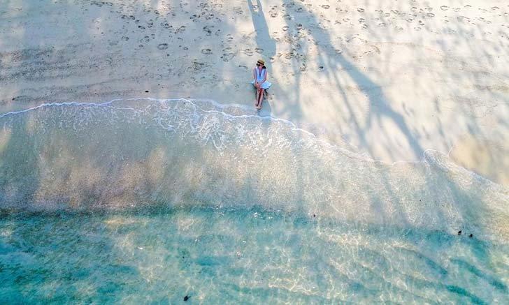 รีวิวนอนบนเกาะมันนอกแบบส่วนตัว ทะเลในฝันที่ไม่ต้องไปไกลถึงมัลดีฟส์