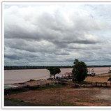 ระหว่างข้ามสะพานมิตรภาพไทย-ลาว แห่งที่ 2