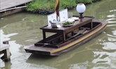 ฮือฮา! ร้านอาหารครัวบ้านไทรน้อยเสิร์ฟอาหารด้วยเรือบังคับรีโมทแห่งเดียวของเมืองไทย