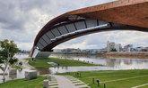 น้ำท่วมใต้สถาปัตยกรรมพาสาน นครสวรรค์ กลายเป็นมุมใหม่ที่สวยงามคนแห่เที่ยวชม