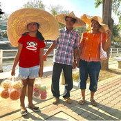 ครอบครัวคุณ Is Pui ตลาด100 ปี สามชุก จังหวัดสุพรรณบุรี