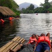 ครอบครัวคุณ Nuchanart Kitinan  น้ำตกปอย  อำเภอวังทอง จังหวัดพิษณุโลก