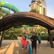 ครอบครัวคุณ Pimonphan Dhumripanit สวนน้ำวานา นาวา หัวหิน จังหวัดประจวบคีรีขันธ์