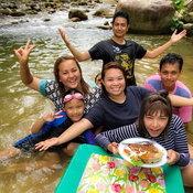 ครอบครัวคุณ Pipat Thongbang ธารน้ำตกบ้านส้อง อำเภอเวียงสระ จังหวัดสุราษฎร์ธานี