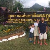 ครอบครัวคุณ Tossapon Iamsopa อุทยานแห่งชาติดอยภูคา จังหวัดน่าน