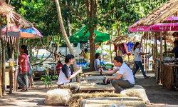 ตลาดซาวไฮ่ อุทัยธานี ศูนย์รวมสินค้าเกษตรอินทรีย์และงานคราฟต์ บรรยากาศสุดน่ารัก