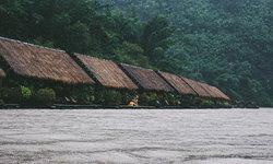 River Kwai Jungle Rafts พักผ่อนแบบไม่ต้องการไฟฟ้า ขอแค่ธรรมชาติตรงหน้าก็พอแล้ว