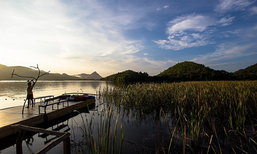 """5 ที่พัก """"กาญจนบุรี"""" ติดแม่น้ำ นอนแพ ชิลธรรมชาติ"""
