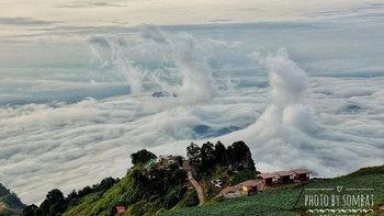 สุดอัศจรรย์! เผยภาพทะเลหมอกภูทับเบิกบิดเกลียวราวคลื่นทะเลลอยกลางอากาศ