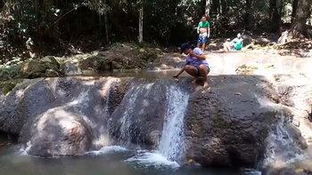 เล่นน้ำคลายร้อนน้ำตกนางมโนราห์ เพราะเมืองพังงาไม่ได้มีดีแค่ทะเล!