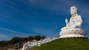 เที่ยววัดห้วยปลากั้ง ชมเจดีย์ 7 ชั้น และเจ้าแม่กวนอิมองค์ใหญ่ที่สุดในประเทศไทย!