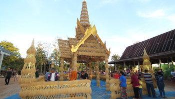 วัดป่าคำสว่าง สร้างปราสาทรวงข้าว สืบสานประเพณีบุญกองข้าว หนึ่งเดียวในประเทศไทย!
