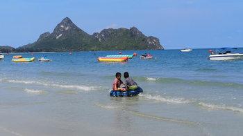 เที่ยวอ่าวมะนาว ทะเลสวยน้ำใส แหล่งพักผ่อนคลายร้อนไม่ไกลจากกรุงเทพฯ
